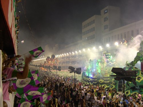 Using Green Rugs in Carnival Floats